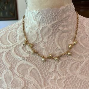 VINTAGE SARAH COVENTRY FAUX PEARL/GOLD NECKLACE